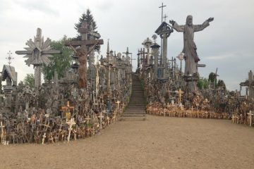 the-hill-of-crosses-the-most-sacred-place-in-lithuania
