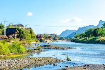 vang-vieng-nam-song-river-mountain-panorama